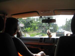 Referent Vipassi holte uns im Van vom Bahnhof ab.